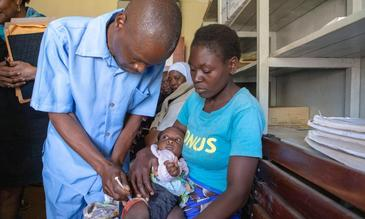 Image ©WHO/M. Nieuwenhof - Vaccination facility in Lilongwe