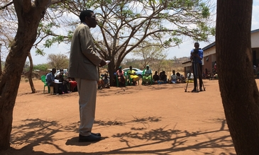 Researcher Hastings Banda explains the project to participating villagers